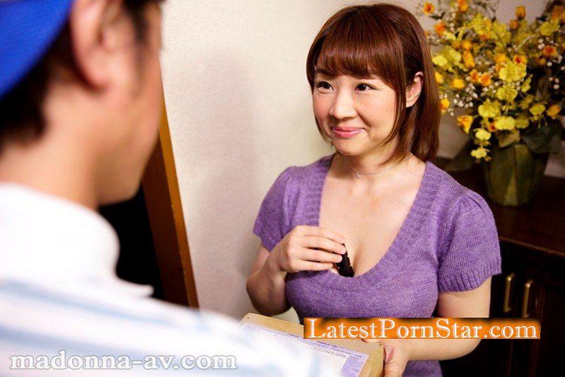 [OBA-356] 宅配便を待ちきれない欲求不満の恋するおばさん 由良翠