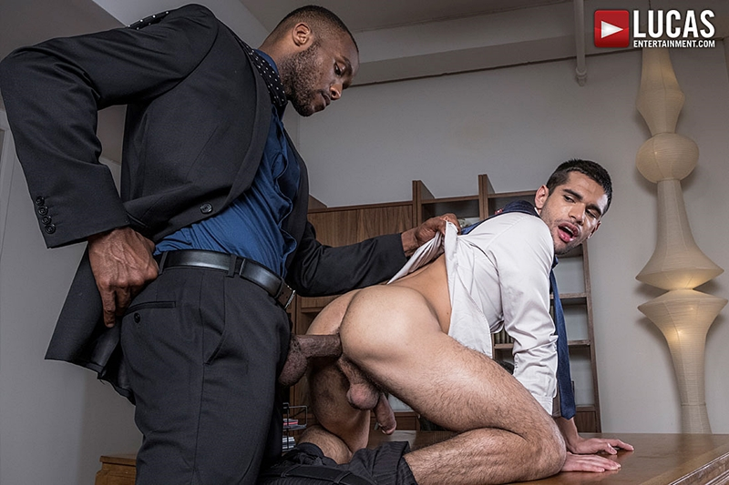 LucasEntertainment – Andre Donovan Makes Ty Mitchell His Bitch (Bareback)