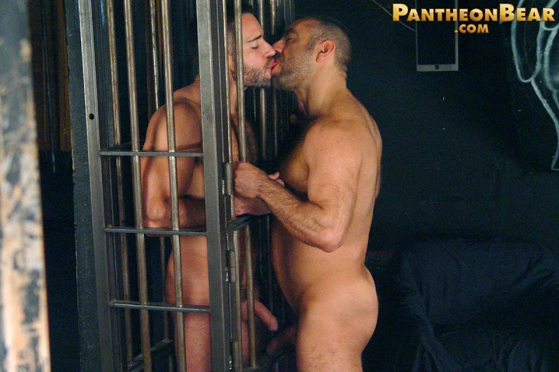 PantheonBear – Edu Boxer and Manu Maltes