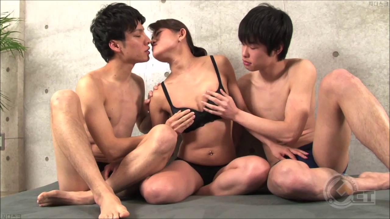 Men's Rush.TV – GT-1094 – 巨根が2本!ぷっくり唇の青年と19歳スプリンターの初女3Pで激イキ〜っ♂