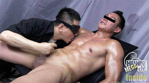 HUNK CHANNEL – INS-0239 – 世界を飛び回るビルダー系ハーフのチ◯ポは黒かった。