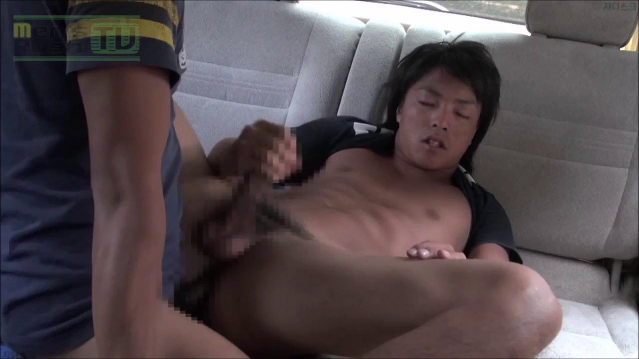 Men's Rush.TV – MR-KR684 – 真昼間の屋外駐車上で大胆ドキドキカーSEX♂