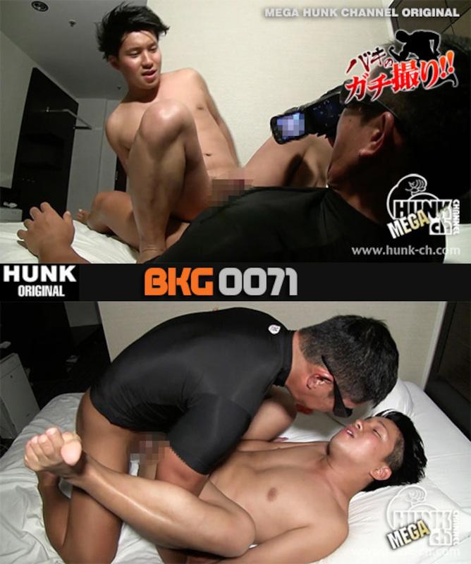 HUNK CHANNEL – BKG-0071 – 硬魔羅バキが容赦ないガチのハメ撮りREAL FUCK!!!爽やかムッチリくんは男も女もどちらもOK!!!超エロな雰囲気に感度アップで感じて乱れる!!!
