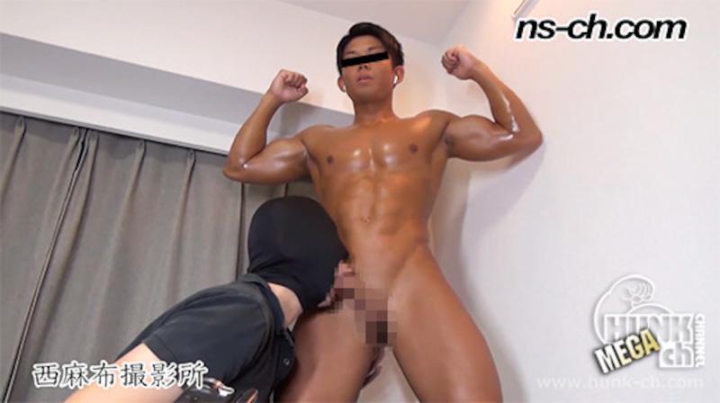 HUNK CHANNEL – NS-683 – 俊樹が日焼けした黒い肉体を仁王立ちで晒す!!