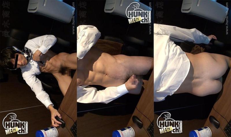 HUNK CHANNEL – SZK-0025 – ネットカフェのんけリアル盗撮!!スーツの下には腹筋パキパキ6パック!!超筋肉リーマンが下半身を即効露出オナニー!!