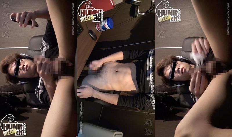 HUNK CHANNEL – SZK-0026 – ネットカフェのんけリアル盗撮!!イマドキイケメン眼鏡くん登場!!オナニー中にまさかの自撮り!!