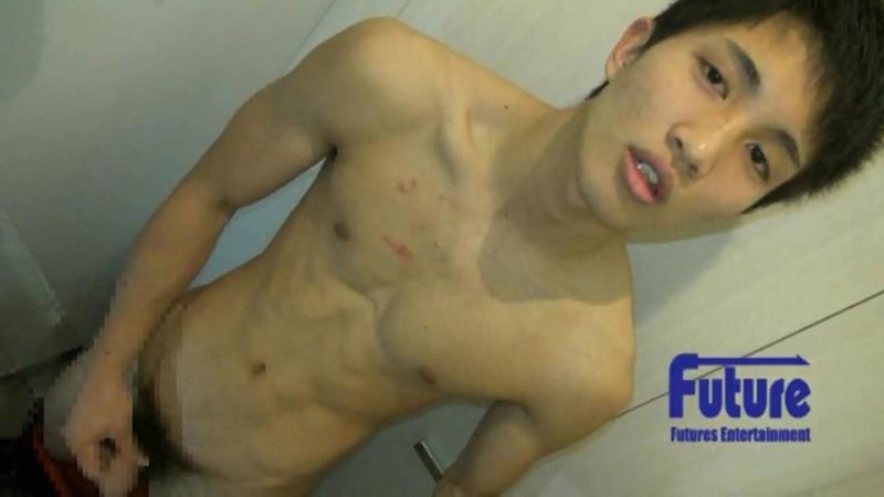 [Future Boy] YA1004404 – プレミアムモデル第○弾!!!あの大人気、元ジ○ニーズJrが『こんなとこでヤッちゃいました!!』に初参戦☆某デパートのトイレで濃厚オナニーを初公開!!!